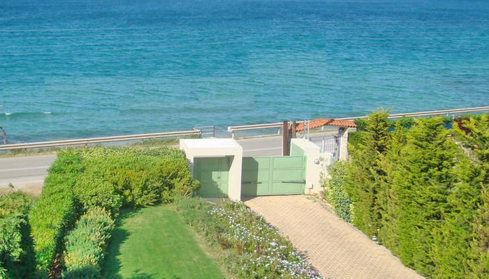 2 Seafront Villas for up to 9 Guests, Chalkida near Athens