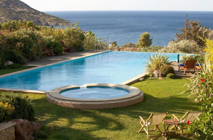 Rent a Villa in Attica by the sea