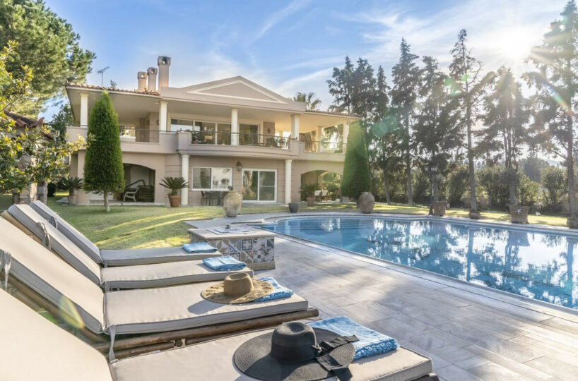 Sea front villa for rent in Evia