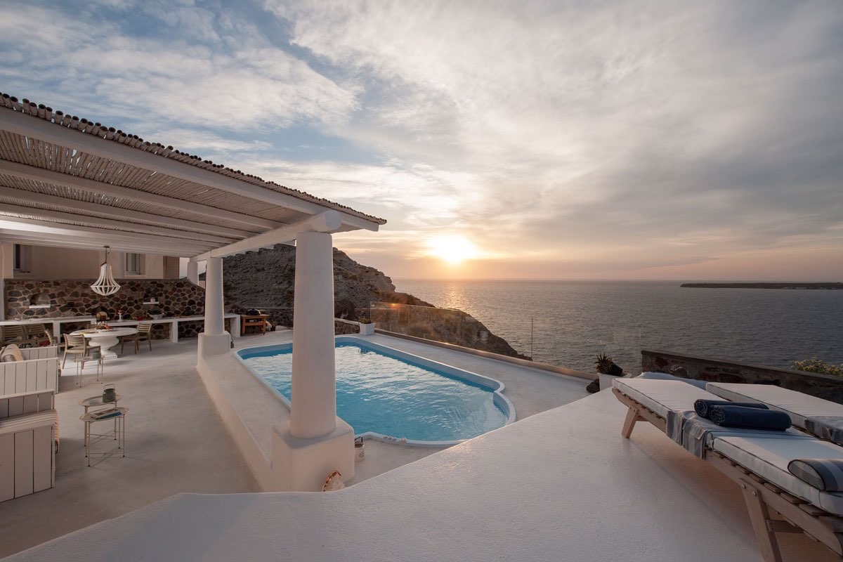 Santorini Oia VIlla with Pool for Sale