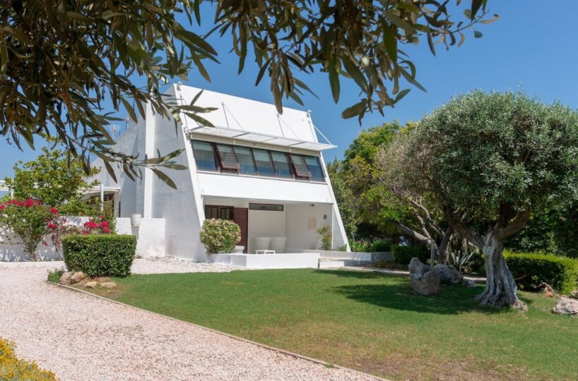 Holiday Villa in South Athens, near Lagonissi. Rental Villas Athens Greece